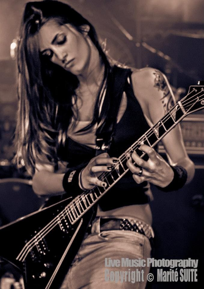 Conociendo a… Cynthia, guitarrista de 13 LEFT TO DIE